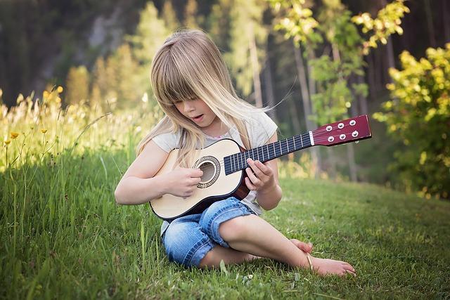 ללמוד לנגן על גיטרה